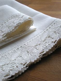 White linen towels decorated with white lace. Beautiful set of towels can decor kitchen on events like family dinner, baby shower, Christmas, Thanksgiving dinner, Easter or wedding table decor. These linen towels decorated with lace are a lovely addition to our guest bathroom. The