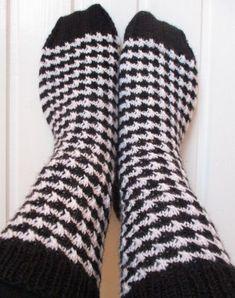 NurinKudin: Kukonaskelsukat Socks, Fashion, Moda, Fashion Styles, Sock, Stockings, Fashion Illustrations, Ankle Socks, Hosiery