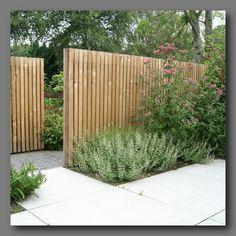 Ideetje uit Groningen [Bouwkundige werken]… Offset fence opening The design of the front garden was abandoned in half-finished condition. The narrow… - Yersq Sites