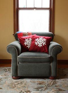 DIY Snowflakes Pillows As Christmas Decorations
