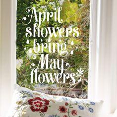 Het is misschien niet altijd leuk, maar April showers bring May flowers. Dus laten we een vrolijke paraplu kopen, deze #raamtekening tekenen en er van genieten!