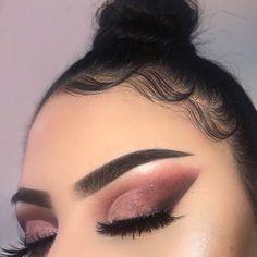 Kylie jenner makeup – Hair and beauty tips, tricks and tutorials Glam Makeup, Baddie Makeup, Blue Eye Makeup, Cute Makeup, Gorgeous Makeup, Pretty Makeup, Skin Makeup, Makeup Inspo, Makeup Art