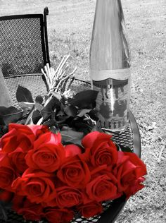 no matter what happens it takes only red roses like these to make me smile again...