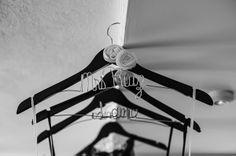 #brandingfourweddings los ganchos del vestido y el raje del novio no pueden faltar