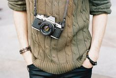Image shared by z o e. Find images and videos about camera, indie and boy on We Heart It - the app to get lost in what you love. Jonathan Byers, Stranger Things Aesthetic, Tori Vega, Vintage Cameras, Character Aesthetic, Cat Valentine, Look Fashion, The Selection, Harry Potter