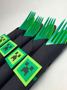 Minecraft Theme Party Cutlery Minecraft by MadHatterPartyBox Minecraft Party Invitations, Minecraft Birthday Party, 6th Birthday Parties, Boy Birthday, Birthday Ideas, Minecraft Party Decorations, Minecraft Crafts, Birthday Party Decorations, Party Themes