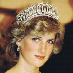 30 Things You Never Knew About Princess Diana Lady Di was full of surprises. Princess Diana Spencer style royal style life as a princess. Lady Diana Spencer, Princess Diana Tiara, Princess Of Wales, Royal Princess, Kate Middleton, Middleton Wedding, Princesa Diana, Prince Charles, Meghan Markle