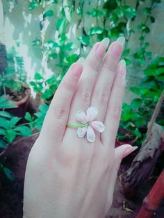 jihan alkhwaja A small flower Hand Pictures, Girly Pictures, Dove Pictures, Hand Photography, Girl Photography Poses, Emotional Photography, Stylish Girls Photos, Stylish Girl Pic, Cute Girl Photo