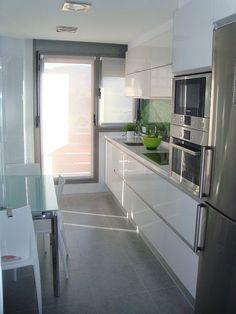 Resultado de imagen para puerta de aluminio cocina #cocinasmodernaspequenas #decoraciondecocinaspequenas