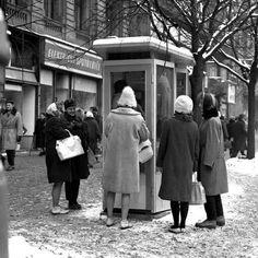 Václavské náměstí, šedesátá léta dvacátého století. Autor Jovan Dezort. Famous Photographers, Old Paintings, Bratislava, Good Old, More Pictures, Czech Republic, Vintage Images, Prague, Google Images