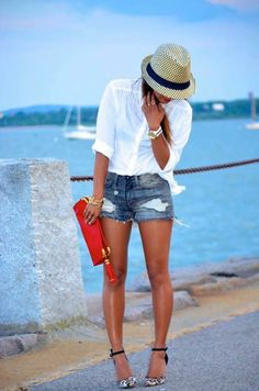 white business shirt, dark blue denim shorts with destroyed effects, white and black suede pumps with L - Mode - Shorts Denim Cutoffs, Ripped Denim, Cutoff Jean Shorts, Ripped Shorts, Denim Shirt, Casual Summer Outfits, Short Outfits, Beach Outfits Women Vacation, Casual Weekend