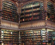 REAL GABINETE PORTUGUÊS DE LEITURA - A biblioteca surgiu em 1837, no Rio de Janeiro, mas o edifício onde hoje funciona, só começou a ser construído em 1880, por Dom Pedro II e a Princesa Isabel. A inauguração veio 7 anos depois. Possui mais de 300 mil volumes!