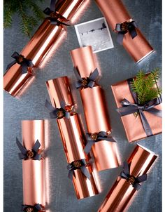 Christmas Crackers, Buy Luxury Silver Gold Christmas Crackers UK - I Love Crafting Christmas Rose, Silver Christmas, Christmas Themes, All Things Christmas, Luxury Christmas Decor, Rose Gold Christmas Decorations, Merry Christmas, Winter Things, Christmas Ribbon