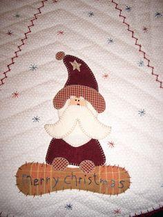 Este es el mantel de navidad que he estado haciendo estos días y por fin ayer terminé, la verdad es que estoy muy contenta con el resultado,... Xmas Crafts, Diy And Crafts, Snow Much Fun, Arte Popular, Christmas Tree, Christmas Ideas, Kids Rugs, Quilts, Holiday Decor