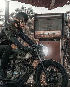 Scrambler Custom, Custom Cafe Racer, Cafe Racer Motorcycle, Motorcycle Gear, Classic Motorcycle, Brat Cafe, Classic Bikes, Style Retro, Biker Style