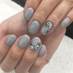 "211 Likes, 6 Comments - Liz Henson (@nails.byliz) on Instagram: ""Simple and neutral  . . . . #nails #gelnails #nailstagram #naturalnails #floralnails #nailart…"""