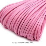 Band Lederoptik flach Rosa2,5 mm - 5 m - dieses schicke Band können Sie auf viele verschiedene Arten einsetzen. Es wird gernefür die Herstellung von Ketten und Armbändern genutzt.Material: PolyuretanBreite:2,5 x 1mmLänge:5 mDieses Band kann nur jeweils als5 Meter geliefert werden.