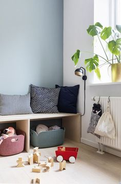 The stylist of Property Magazine brings chaos of toys into the spacious living room . - The property magazine stylist brings toy chaos into the spacious living room Boligmagasine … - Spacious Living Room, Living Room Grey, Home Living Room, Diy Storage Bench, Transitional Living Rooms, Kids Corner, Shop Interiors, Kid Spaces, Hygge