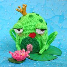 Не смогла пройти мимо этой харизматичной жабки от автора нестандартных существ @anzhela_toylesson еще и повод был её свзять-День рождения моей мамули(главного коллекционера жаб!Скоро пойдем с жабкой вручаться:) #toy #handmade #crochet #amigurumis #amigurumi  #handmadetoy #вяжу #вяжутнетолькобабушки #вязание #вязаниеназаказ #крючком  #craft #art #instacrochet #амигуруми #рукоделие #хендмейд #игрушкикрючком  #инставязание #homemade #хобби #hobby #своимируками #арт #toys_gallery #juliwoolly…