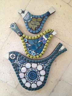 Mosaic Birds - these are adorable. Need to learn to cut wood into shapes! Tile Art, Mosaic Art, Mosaic Glass, Glass Vase, Mosaic Animals, Mosaic Birds, Mosaic Crafts, Mosaic Projects, Mosaic Ideas