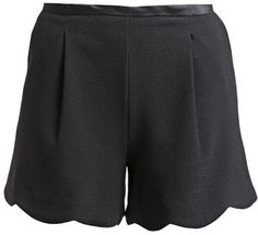 Pin for Later: Die schönsten Shorts fürs Büro  New Look Shorts mit welligem Saum (23 €)