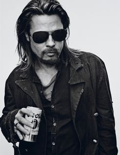 Brad Pitt starred in a stunning black and white photo shoot by Steven Klein. Brad Pitt is covering the November 2012 issue of Interview magazine. Jennifer Aniston, Oklahoma, Brad And Angelina, Angelina Jolie, Brad Pitt Interview, Vivienne Marcheline Jolie Pitt, Beautiful Men, Beautiful People, Classic Hollywood