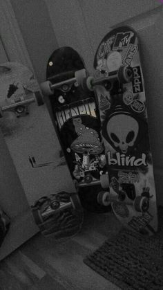 Black And White Picture Wall, Black And White Wallpaper, Black Aesthetic Wallpaper, Black And White Pictures, Aesthetic Wallpapers, Skateboard Design, Skateboard Art, Dark Wallpaper Iphone, Cool Skateboards