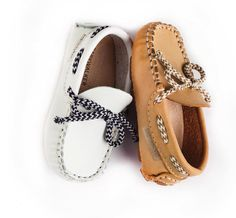 Βαπτιστικά παπούτσια @babywalkergr  Δείτε τα ομορφότερα σχέδια στο πιο εναλλακτικό eshop βαπτιστικών! www.angelscouture.gr