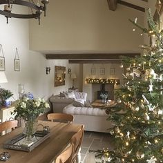 ⭐️⭐️Tree no2 finally up... phew. Just the door wreaths to go and we're done⭐️ #countryhome #countryinterior #diningroom #diningroomdecor #interior #interiors #decor #christmastree #christmashomedecor #christmastree #realchristmastree #christmasdecor #barnconversion #homedecor #homestyling #moderncountry #moderncountrystyle #myhome