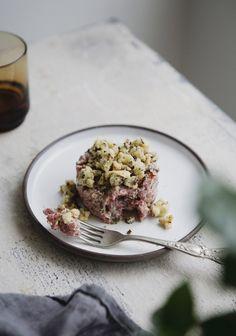 Tartare de bœuf de Marilou Faire Des Croutons, Croutons Maison, Poke Bowl, Beef Recipes, Love Food, Risotto, Seafood, Food Photography, Appetizers