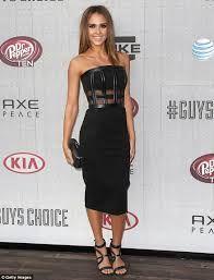 Jessica Alba in a stylish LBD #JessicaAlba #Style #Fashion #StyleInspiration