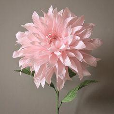 Pretty crepe paper flower Plus Paper Flowers Craft, Tissue Paper Flowers, Paper Roses, Flower Crafts, Diy Flowers, Fabric Flowers, Paper Peonies, Crepe Paper Crafts, Paper Crafts Origami