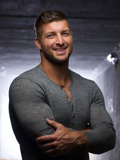 TIM TEBOW is a two-time national champion, first round NFL draft pick, and Heisman trophy winner. After playing in the NFL for the Denver Broncos and the. Rugby, American Athletes, Male Athletes, Hot Men Bodies, American Football Players, Beefy Men, Christian Men, Raining Men, Muscular Men