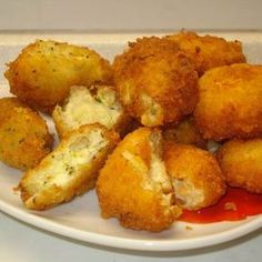 Extra rántott sajt Receptek a Mindmegette. Main Dishes, Side Dishes, Cheese Fries, Fried Cheese, Yummy Food, Tasty, Hungarian Recipes, Chicken Nuggets, My Recipes