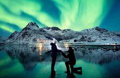 Fotógrafo faz pedido de casamento incrível sob a aurora boreal