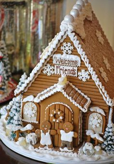 Sweet gingerbread house design with just icing and a few white candies.