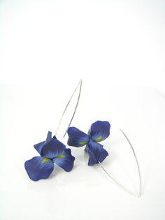 Midnight iris  Iris flower earrings  Dark blue by Segitanna