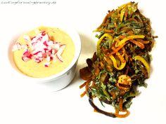 Karotten- und Zucchinispaghetti-Pfanne mit Radieschensuppe: low-carb Abendessen mit Geflügelwienern und Rührei. Rezept und Nährwerte findest du hier