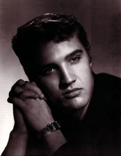 Elvis Aaron Presley (January 8, 1935 – August 16, 1977) was an American singer and actor. Description from travelbieber.com. I searched for this on bing.com/images