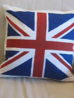 Union Jack Pillow with dye Diy Craft Projects, Sewing Projects, Diy Crafts, Union Jack Pillow, Jack Flag, Ikea Hackers, Textiles, My New Room, Boy Room