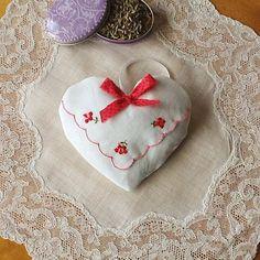 Natural+Lavender+Heart+Lavender+Sachet+Lavender+by+MadAboutHankies