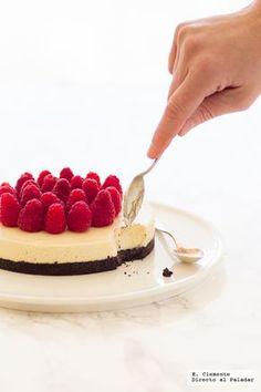 Te explicamos paso a paso, de manera sencilla, la elaboración de la tarta de galletas Oreo y chocolate blanco. Ingredientes, tiempo de elaboración