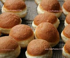 Bollitos esponjosos de naranja y miel Fruit Recipes, Mexican Food Recipes, Sweet Recipes, Cooking Recipes, Just Cakes, Cakes And More, Mexican Sweet Breads, Delicious Desserts, Yummy Food