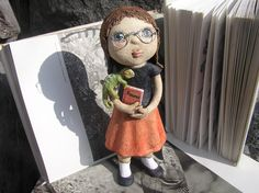Linda, budoucí zooložka (na objednávku) Ceramic Figures, Chameleon, Puppets, Arts And Crafts, Pottery, Clay, Sculpture, Dolls, Animals