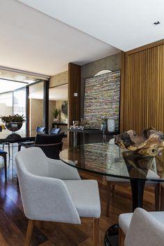 Curitiba (500 m²) - Arquiteto Mario Biselli (projeto arquitetônico) e às arquitetas do escritório Perffectta Arquitetos e Associados, (interiores).