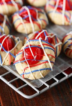 Red, White & Blue Cherry Almond Cookies - these fun & festive cookies pair perfectly with your of July fireworks! Cherry Cookies, Almond Cookies, Turtle Cookies, Shortbread Cookies, Homemade Cookies, Yummy Cookies, White Sangria Strawberry, Most Delicious Recipe, Delicious Desserts