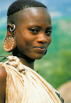 Face Of Africa ~ Surma Woman - Lower Omo - Ethiopia Cultures Du Monde, World Cultures, African Tribes, African Women, We Are The World, People Around The World, Black Is Beautiful, Beautiful People, Tribal People