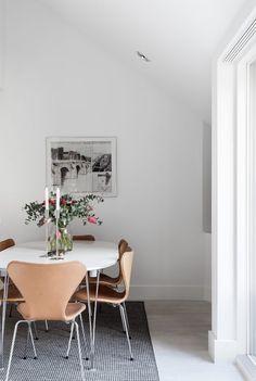 Arne Jacobsen Chair, Fritz Hansen, Ikebana, Scandinavian Design, Interior Inspiration, Kitchen Dining, New Homes, Living Room, Furniture