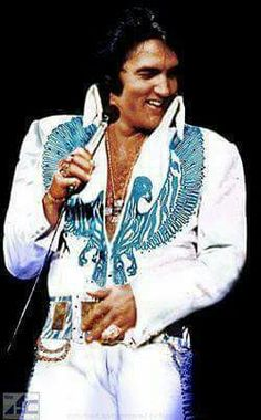 Elvis Presley is one of those names that pretty much everyone in the western world has heard of. Born on January Elvis became one of the most Priscilla Presley, Lisa Marie Presley, King Elvis Presley, Elvis Presley Photos, Graceland, Mississippi, Pete Wentz, Michael Buble, Musica Elvis Presley