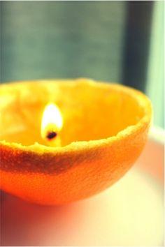 Las cáscaras de naranja también sirven para hacer velas agregando cera caliente y parafina.
